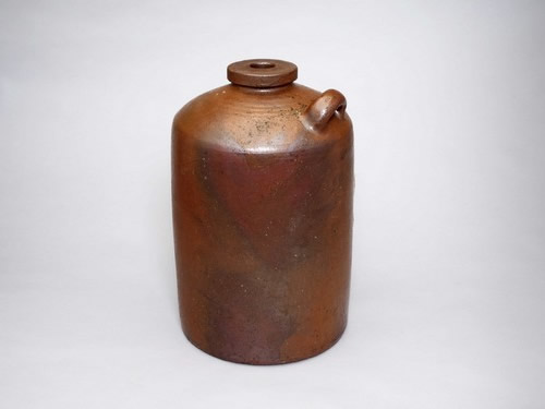 A container to Presreve Syotyu (distilled spirit)