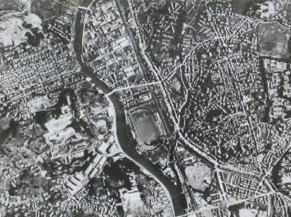 Hypocenter and environs seen from the sky over Takenokubo (Before the atomic bombing)